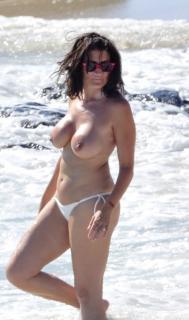 Silvia Abril en Topless Desnuda [535x903] [101.65 kb]
