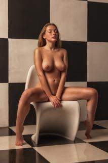 Olga Kobzar Desnuda [1333x2000] [468.42 kb]