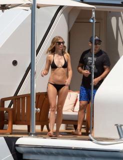 Gwyneth Paltrow en Bikini [1200x1555] [265.38 kb]