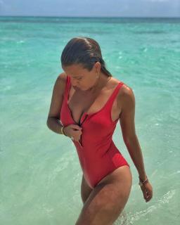 Amanda Parraga in Bikini [1080x1350] [151.36 kb]