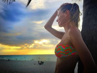 Paula Vázquez en Bikini [1080x810] [110.68 kb]
