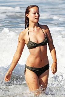 Olivia Wilde en Bikini [900x1350] [188.35 kb]