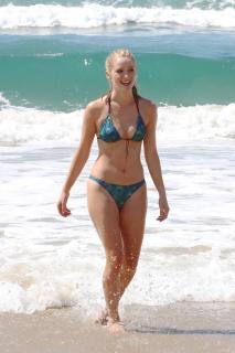 Greer Grammer en Bikini [800x1200] [208.4 kb]