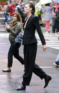 Milla Jovovich en Descuido Pezon [2880x4508] [1476.29 kb]