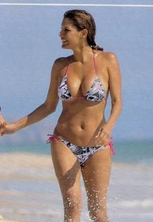 Ivonne Reyes en Bikini [414x597] [60.3 kb]