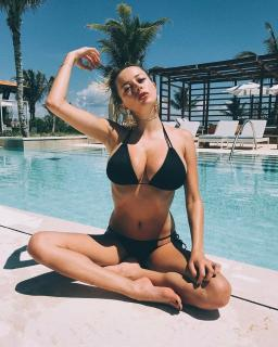 Caroline Vreeland en Bikini [1080x1350] [410.9 kb]