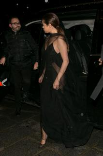 Selena Gomez [2000x3000] [653.63 kb]