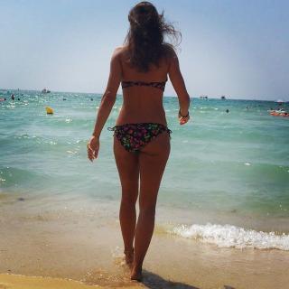 Nina Weis en Bikini [731x731] [106.17 kb]