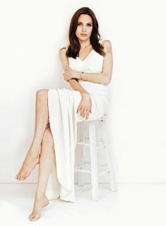 Angelina Jolie [850x1157] [91.89 kb]