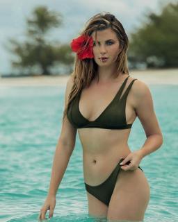 Ireland Baldwin en Bikini [1200x1500] [208.03 kb]