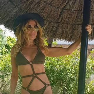 Marta Sánchez in Bikini [1080x1080] [335.31 kb]