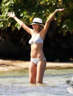 Jessica Alba en Bikini [2272x3000] [624.12 kb]