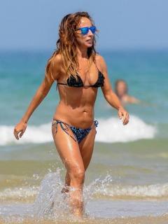 María Patiño en Bikini [423x564] [49.1 kb]