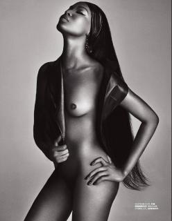 Naomi Campbell en Lui Magazine Desnuda [1238x1592] [291.57 kb]