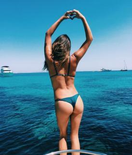 Laura Matamoros en Bikini [1200x1399] [225.77 kb]