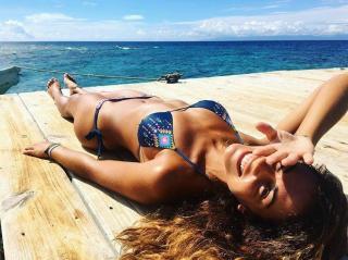 Lara Álvarez en Bikini [750x561] [121.98 kb]