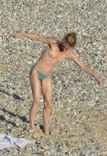 Vanessa Paradis en Topless [1367x1984] [711.42 kb]