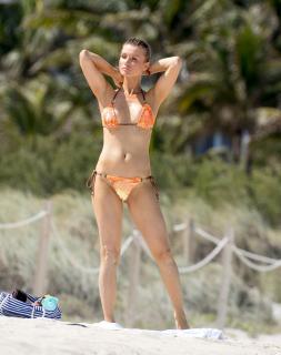 Joanna Krupa en Bikini [1518x1920] [334.18 kb]
