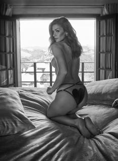 Renata Longaray en Playboy [937x1276] [251.86 kb]