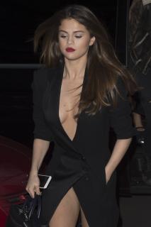 Selena Gomez [1705x2557] [586.08 kb]
