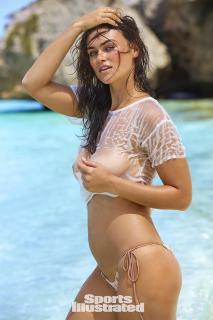 Myla Dalbesio en Si Swimsuit 2017 [1280x1920] [312.06 kb]