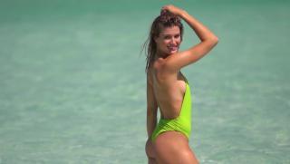 Eugenie Bouchard en Bikini [1118x634] [65.31 kb]