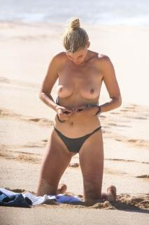 Kelly Rohrbach en Topless [933x1399] [225.01 kb]