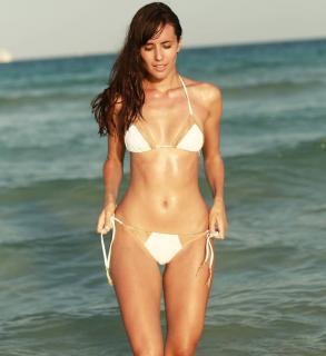 Ana Albadalejo en Bikini [1080x1179] [109.16 kb]