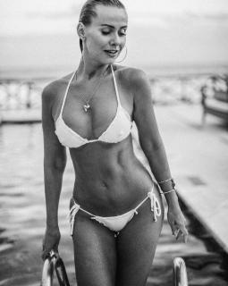 Lola Melnick en Bikini [1067x1334] [331.32 kb]
