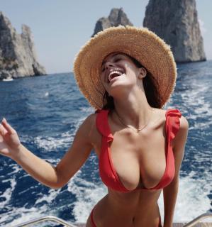 Camila Morrone [1080x1153] [177.83 kb]
