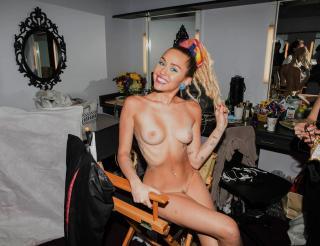 Miley Cyrus [1280x985] [243.97 kb]