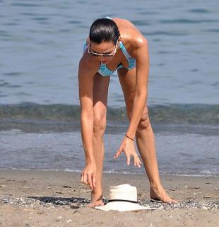 Inés Sastre en Bikini [626x646] [61.82 kb]