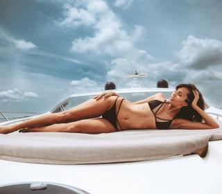 Ana Albadalejo en Bikini [1080x947] [97.49 kb]