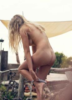 Valerie van der Graaf en Playboy [927x1280] [114.72 kb]