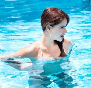 Mónica Hoyos in Bikini [1080x1043] [209.51 kb]