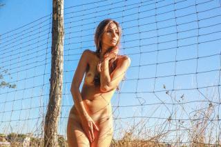 Lina Lorenza Desnuda [1280x853] [412.55 kb]