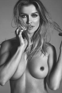Joanna Krupa en Treats! Magazine Desnuda [2601x3900] [2505.55 kb]
