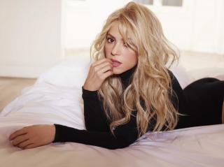 Shakira [3600x2698] [762.72 kb]