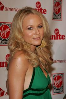 Jewel Kilcher [2072x3104] [562.12 kb]