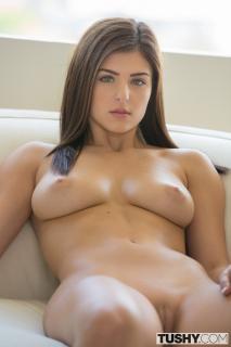 Leah Gotti Desnuda [800x1200] [142.58 kb]