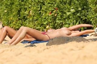 Toni Garrn en Topless [3500x2333] [964.68 kb]