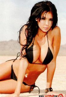 Nabilla Benattia en Zoo Magazine Bikini [640x933] [207.47 kb]