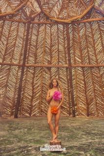 Nina Agdal en Si Swimsuit 2017 [1281x1920] [887.88 kb]