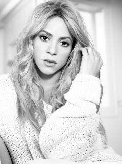 Shakira [2698x3600] [1080.47 kb]