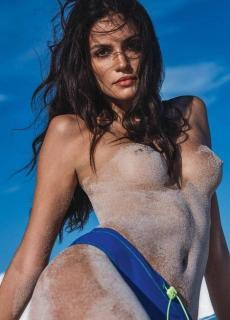 Sofia Resing en Lui Magazine Desnuda [700x970] [129.74 kb]