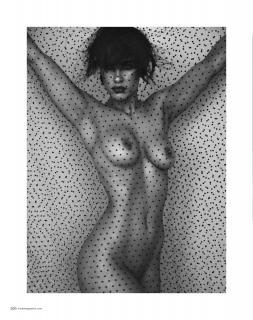 Ellie Gonsalves in Treats! Magazine Nude [1140x1440] [444.71 kb]