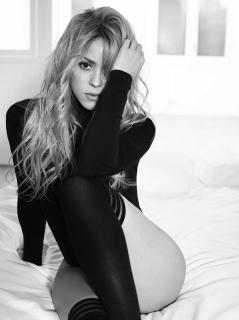 Shakira [2698x3600] [586.93 kb]