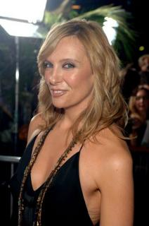 Toni Collette [399x600] [34.06 kb]