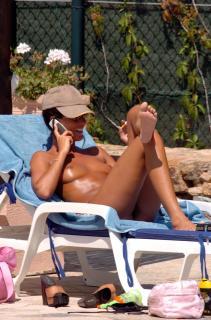 Alessia Merz en Topless [1700x2567] [379.75 kb]