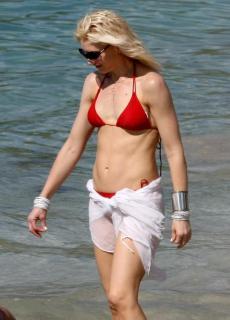Gwen Stefani [826x1146] [92.1 kb]